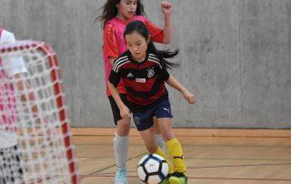 girlsDay Thurgauer Fussballverband maedchen dribbeln