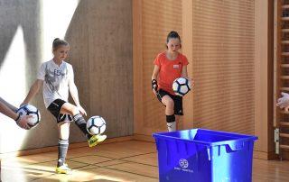 girlsDay Thurgauer Fussballverband maedchen jonglieren